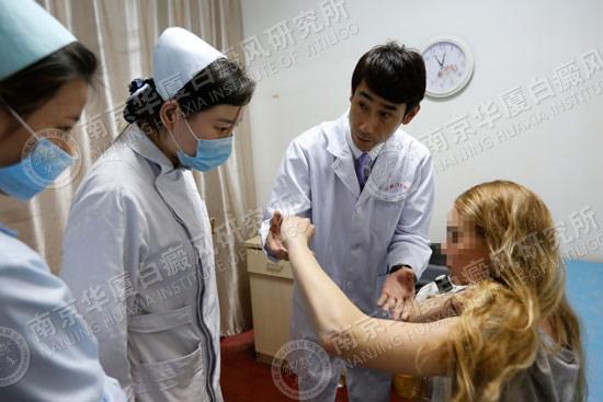 美国俄勒冈州白癜风女孩远洋赴宁,在南京华厦接受治疗